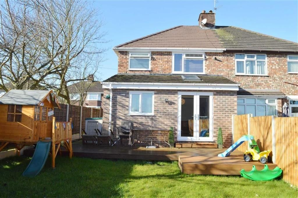3 bedroom semidetached house for sale in Queenswood