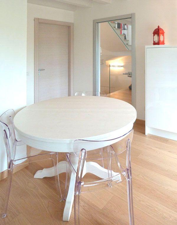 tavolo rotondo e allungabile in legno scandola