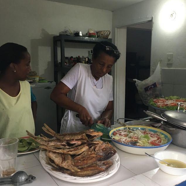 Pargo frito con patacones de las Islas del Rosario