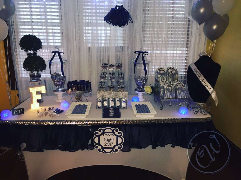 Prom Diva Prom Party Ideas Photo 10 Of 12 Prom Party Ideas Prom Decor Graduation Table Decorations
