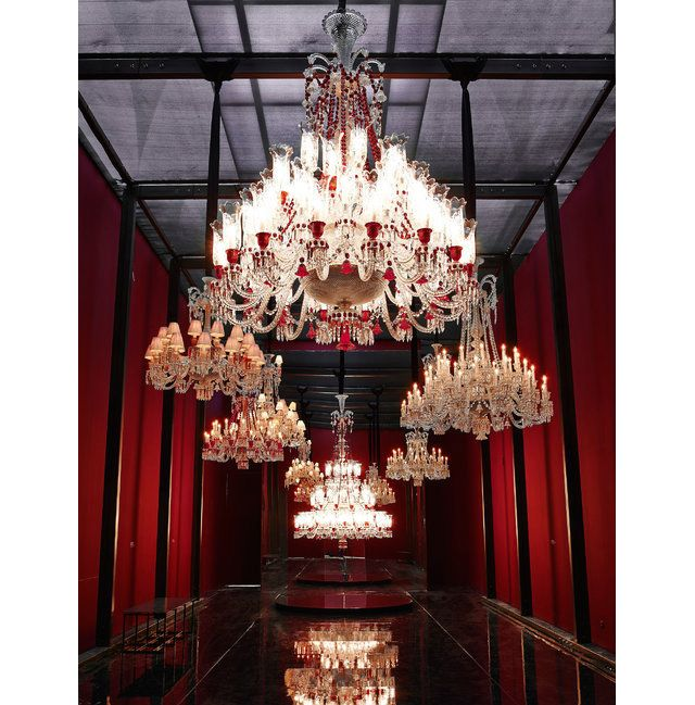 Baccarat Create A Giant Crystal Chandelier Weighing 1 8 Tons On The
