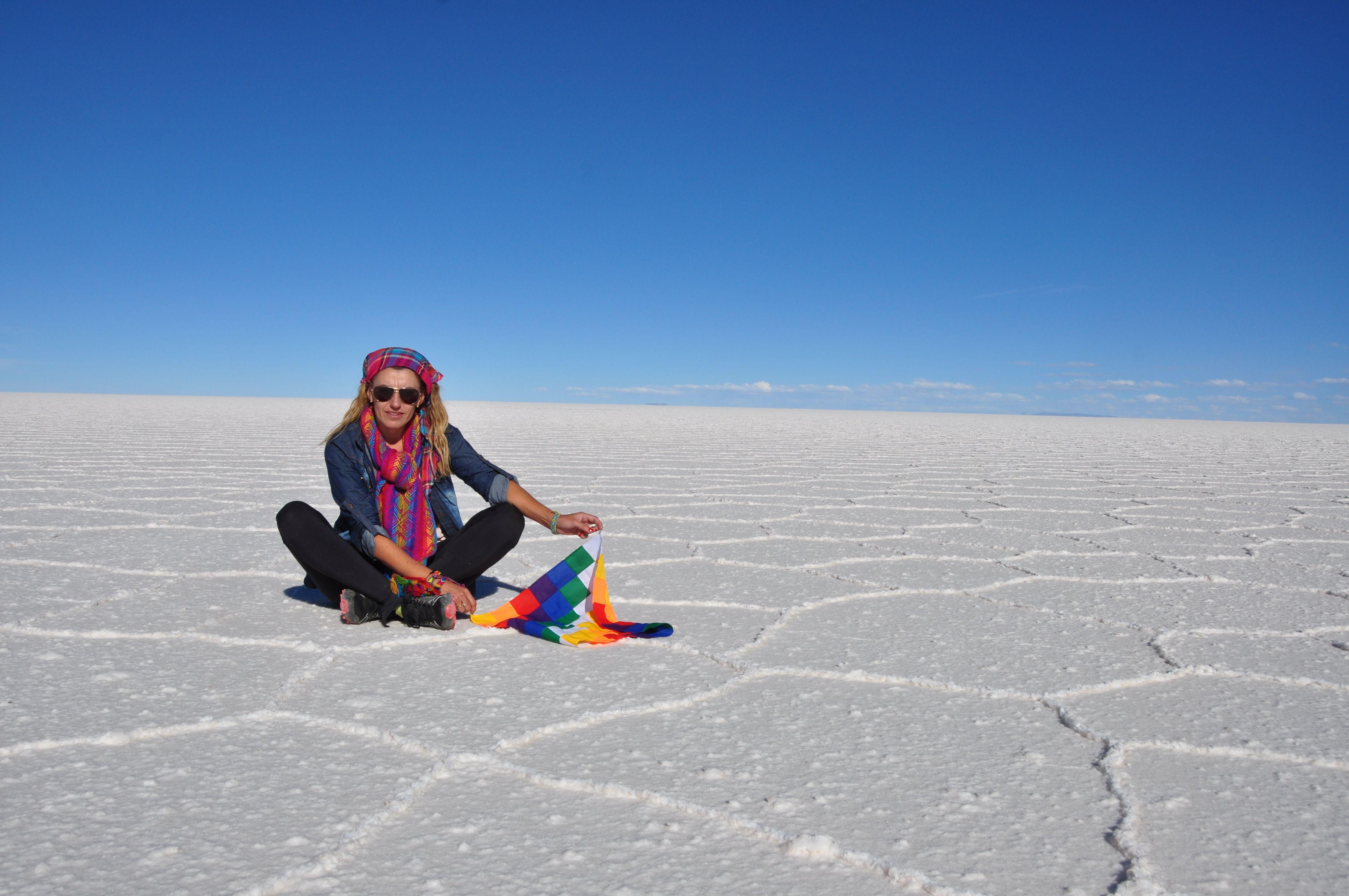 El salar de Uyuni es el mayor desierto de sal continuo del mundo, con una superficie de 10 582 km².