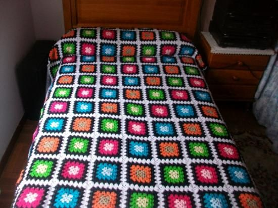 Colcha de lana tejida a ganchillo c lida y muy decorativa - Mantas de ganchillo faciles ...