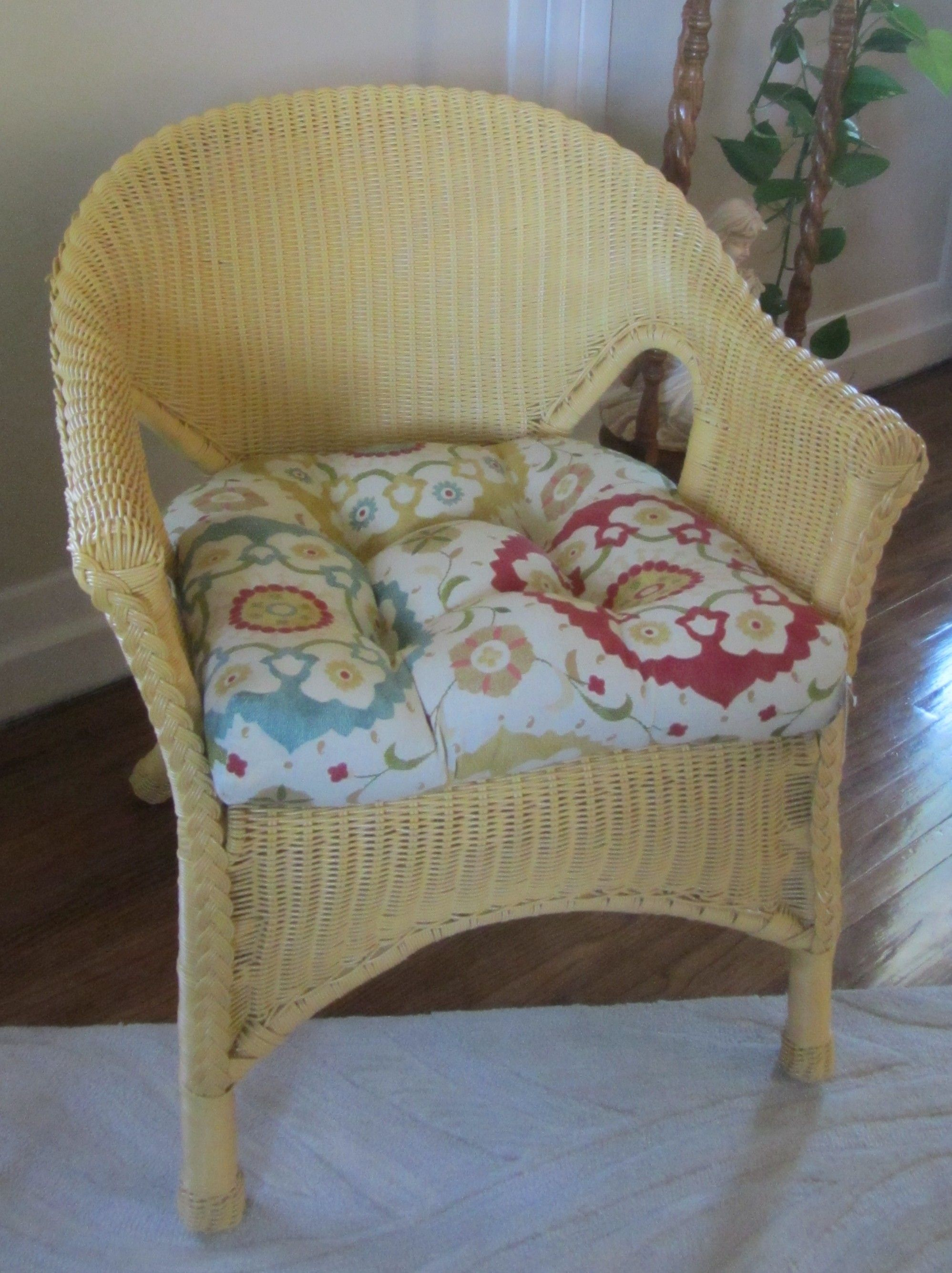 2 Plastic foux wicker chair, 1 4 can of spay paint, 45