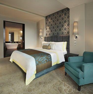 Suite parentale design chic bleu et grise salle de bain attenante