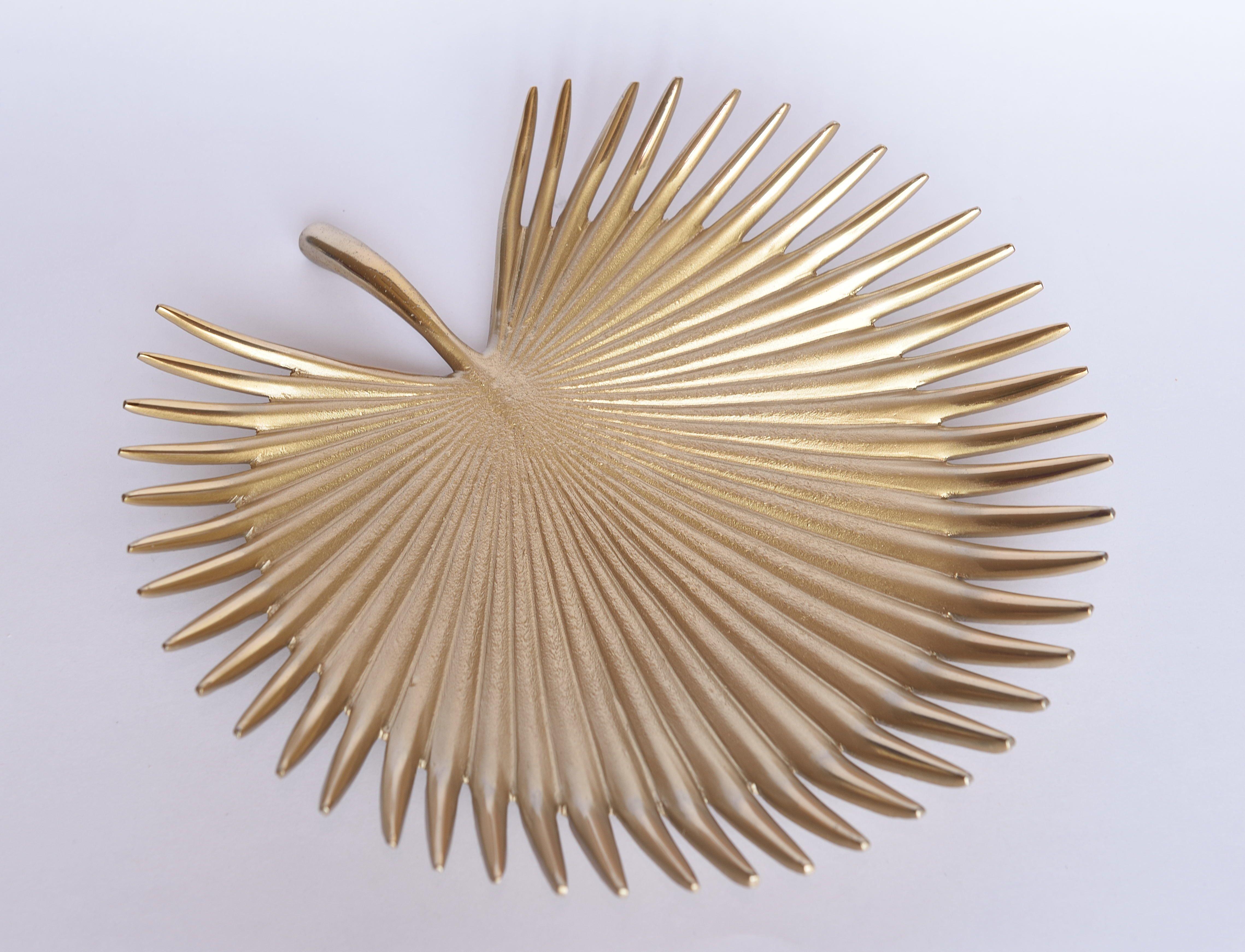 Daamisha designer serving bowl and platter is made of