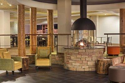 Hilton Westchester Emerges from Renovation ÅÅ vilken fin eldstad/kamin Vill ha!