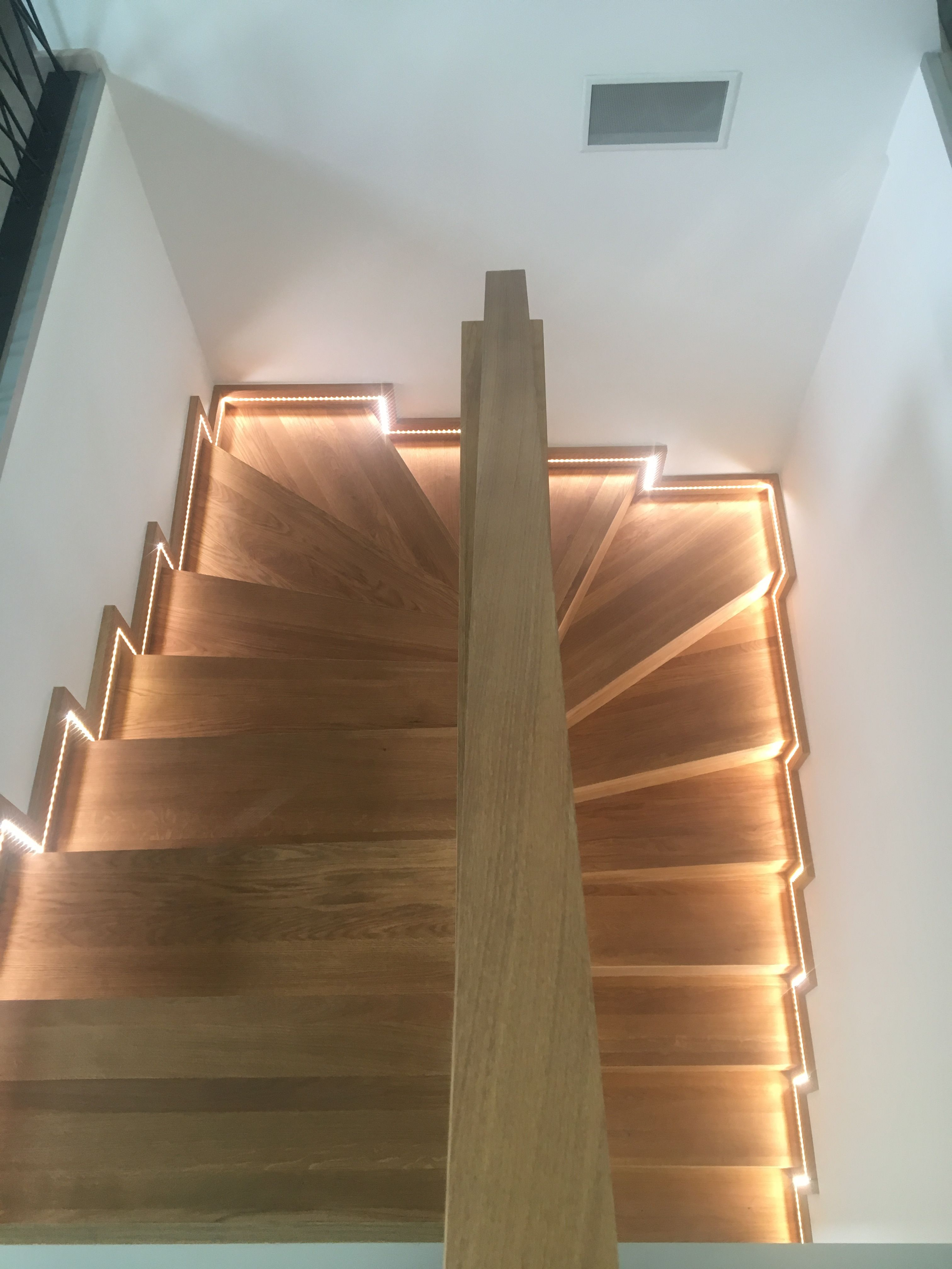 Habillage D Un Escalier Beton Et Son Ruban Led Habillage