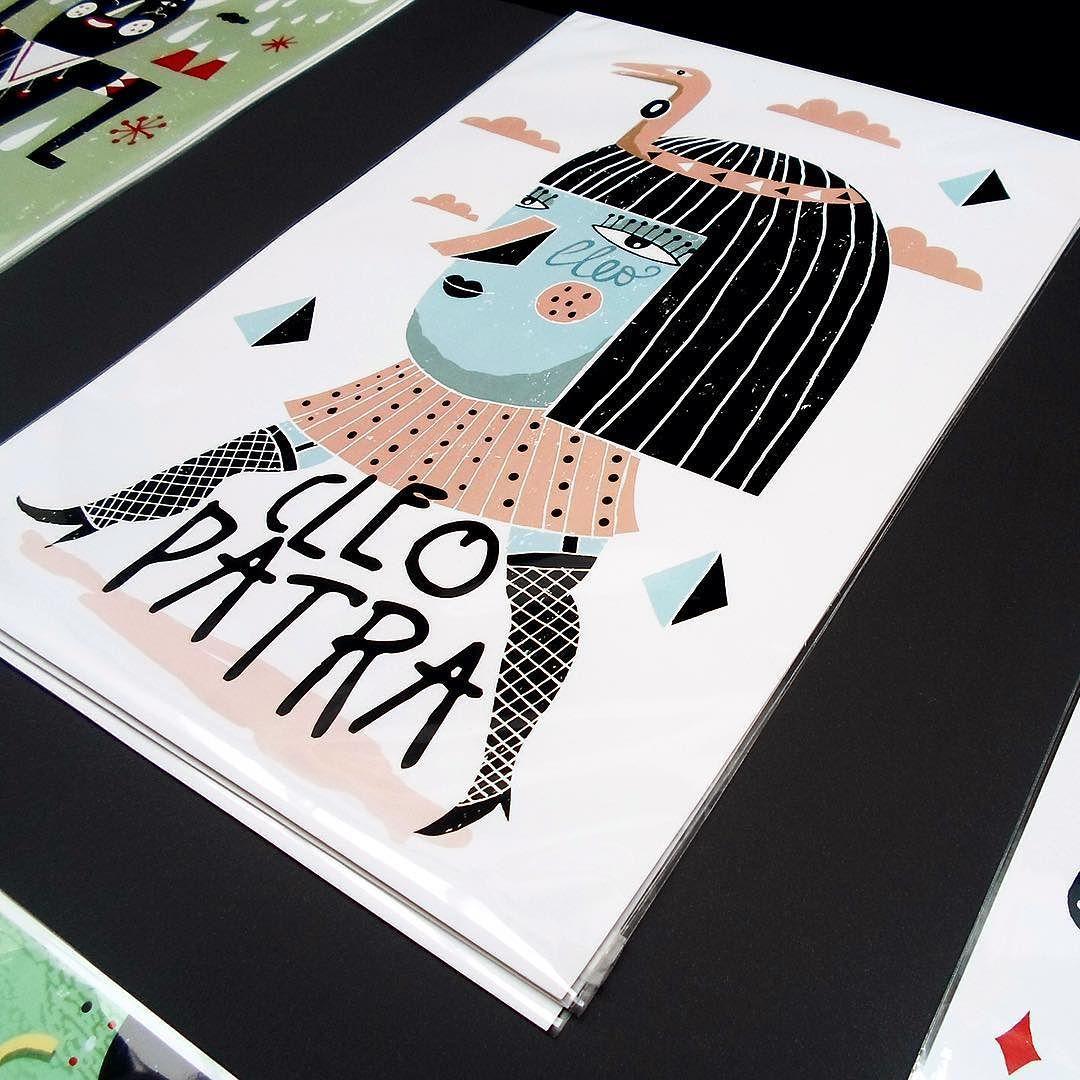 """""""La Faraona"""" puedes adquirir esta print y muchas más a través de mi tienda online http://ift.tt/1Vm4gnp  Otros puntos de venta - @estudio64.libreria.ilustracion (Valencia) - @lasalagallery (Zaragoza) #print #artprint #dina3 #illustration  #etsy #etsyshop #artwork #onsale #harsa by harsa_pati"""