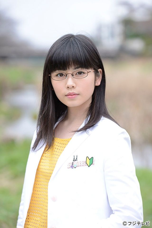 白衣眼鏡の小芝風花
