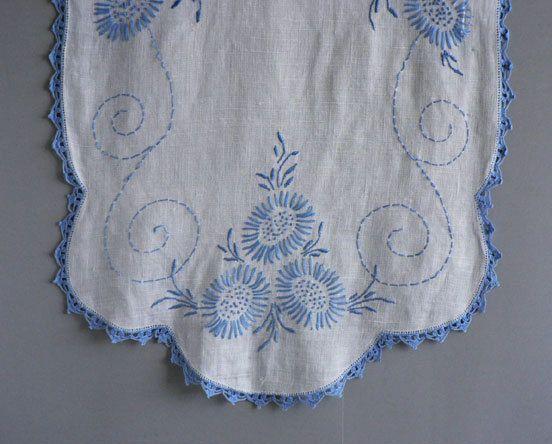 Vintage Linen Dresser Scarf