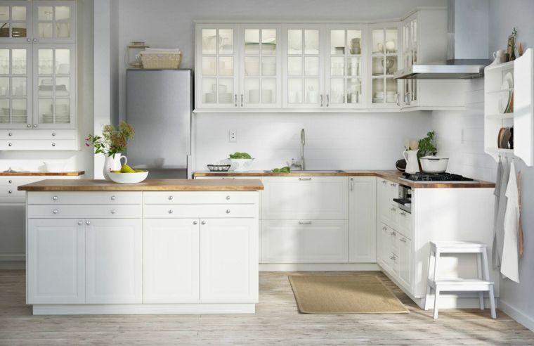 arredamento-moderno-ikea-cucina-top-legno-tante-finestre-frigo ...