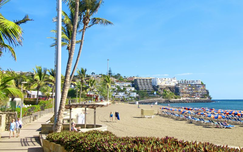 Der er en hyggelig strand i San Agustin, hvor du rigtig kan slappe af med musik eller en god bog. Se mere på www.apollorejser.dk/rejser/europa/spanien/de-kanariske-oer/gran-canaria