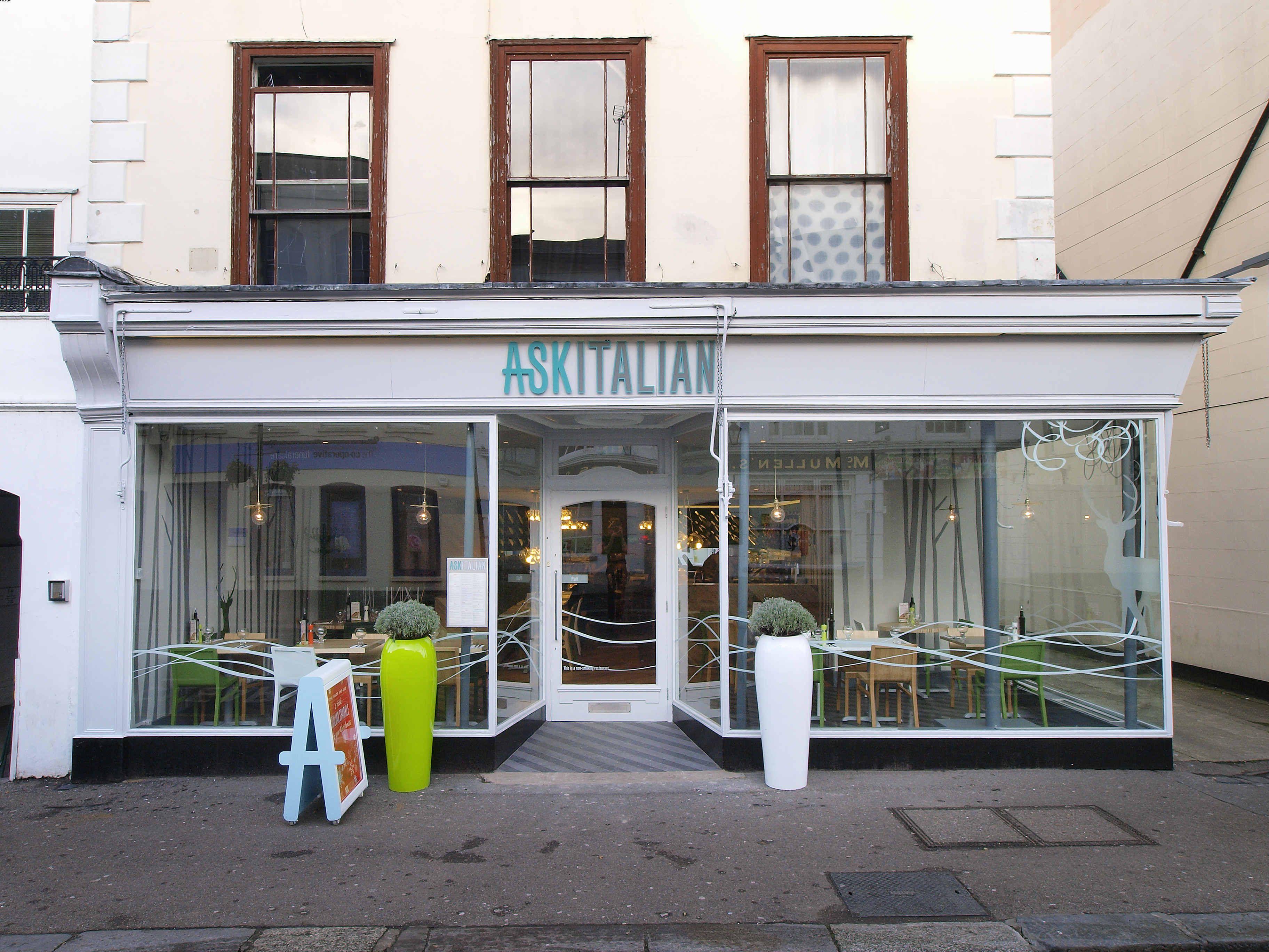 Simple Entrance Restaurant Interior Design