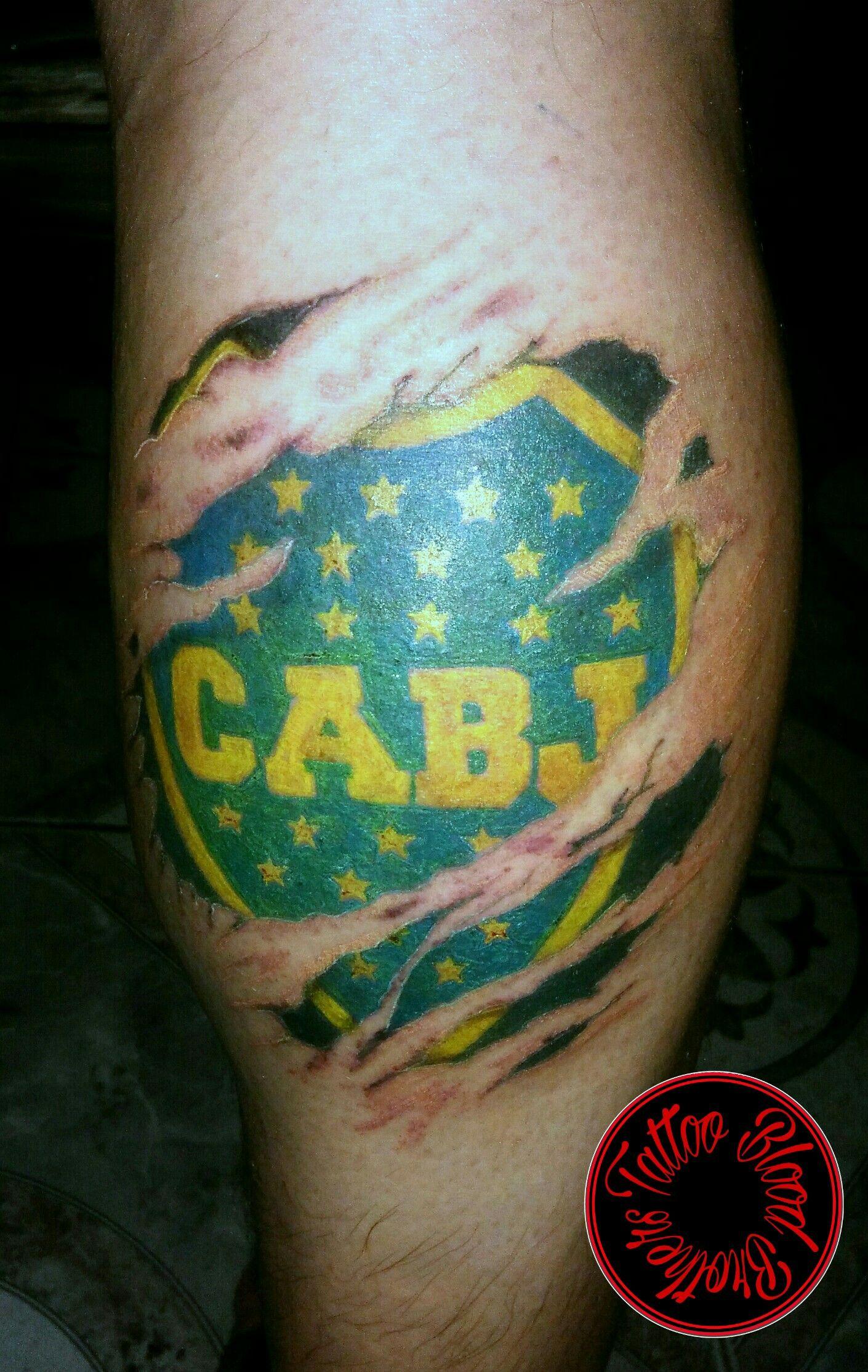 Escudo De Boca En Piel Rasgada Tatuaje De Boca Juniors Tatuajes Boca Juniors Escudo De Boca