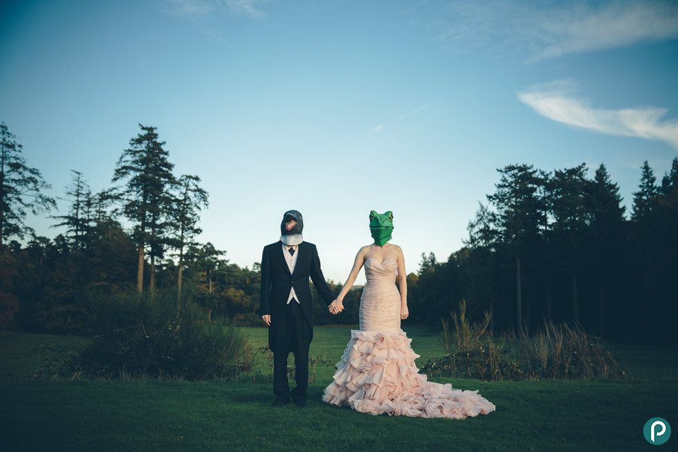 Unusual Quirky Wedding Photography Jpg 976 651 Pixels