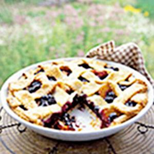 Suoer super delicious Blueberry Peach Pie (eat warm with vanilla ice cream - a summer dream :):)) Make the most of two of summer's favorite fruit—succulent blueberries and juicy, sweet peaches—by baking a homemade pie topped with a flaky lattice crust. It's a wonderful finale to any meal. Recipe: Blueberry and Peach Pie