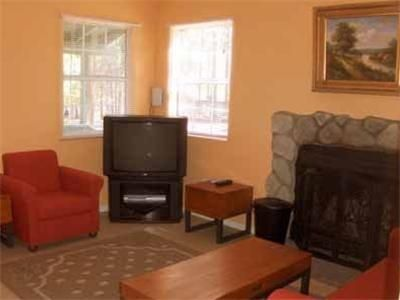 Lakewood Cabins - 3 Sterne #Resorts - EUR 49 - #Hotels #VereinigteStaatenVonAmerika #BigBearLake http://www.justigo.de/hotels/united-states-of-america/big-bear-lake/big-bear-lake-city-586-main-street-lakewood-cabins_90675.html