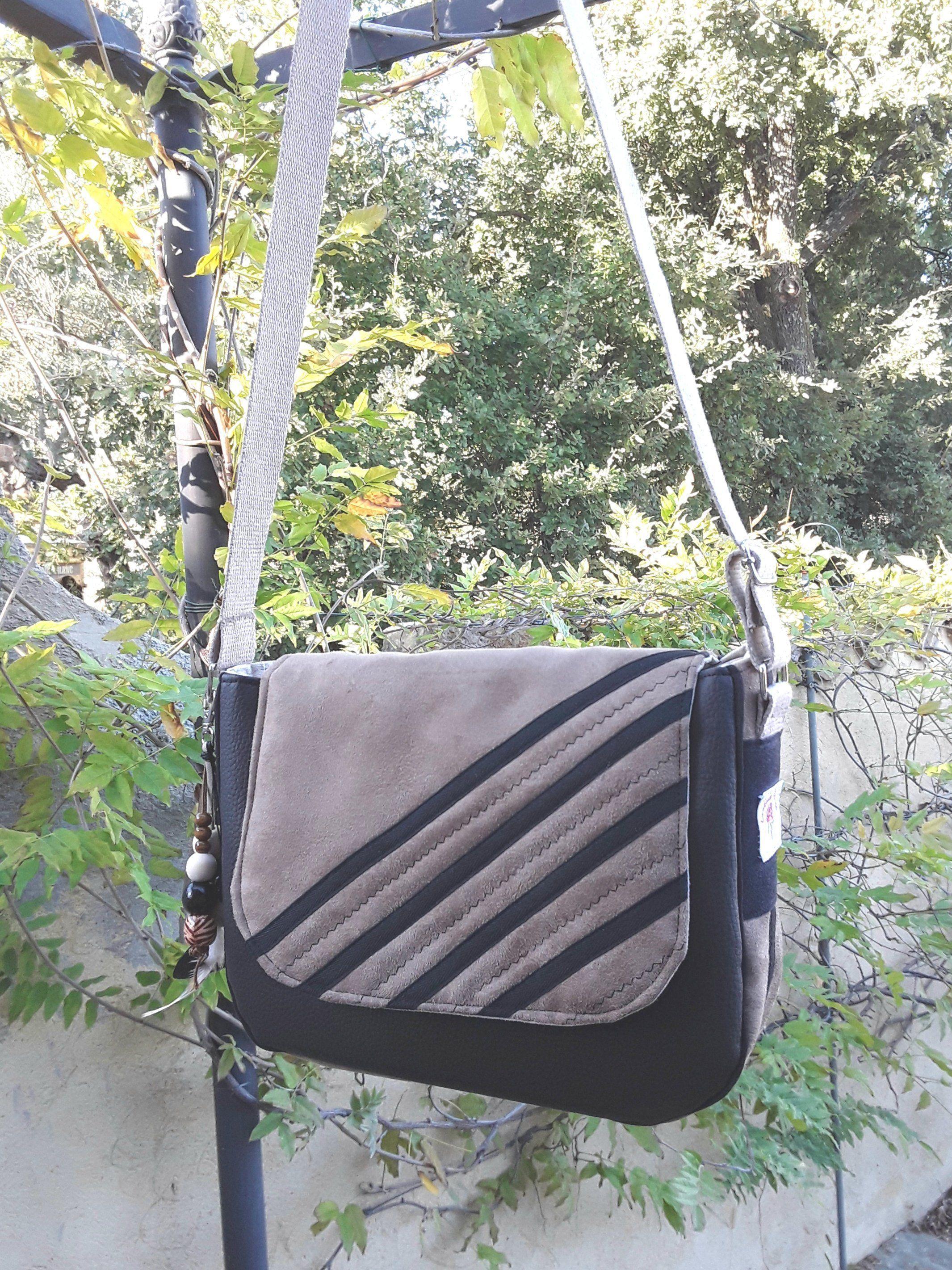 7c14b50a80 Sac besace, sac bandoulière, en suédine marron et simili cuir noir ,sac à
