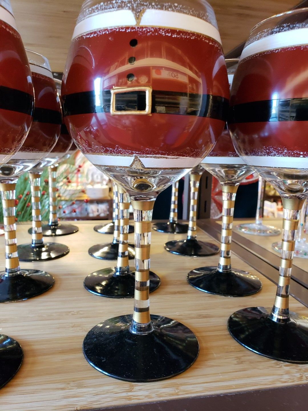 Pin By Ana Dilma On Painted Wine Glasses Wine Glass Crafts Christmas Wine Glasses Painted Wine Glasses
