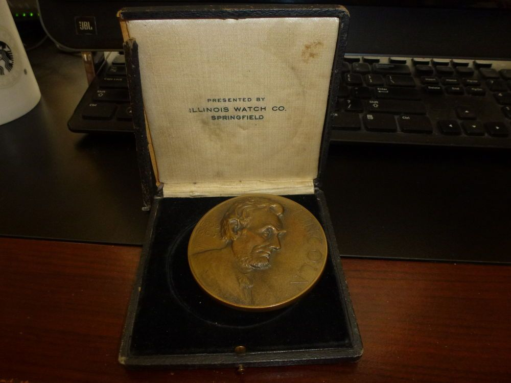 illinois watch company abraham lincoln essay contest medal 1924 illinois watch company abraham lincoln essay contest medal hugh wise case