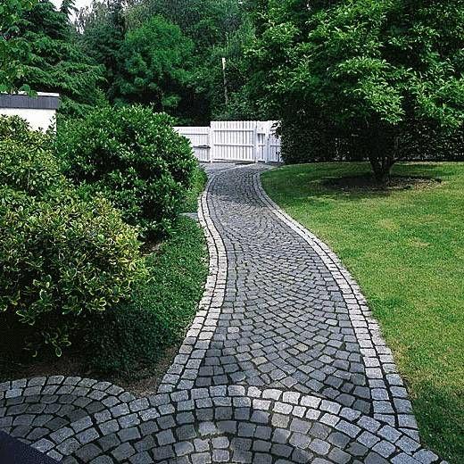 Www Metten Ideen De Assets Bulkupload Naturstein Basalt Gartenweg Jpg Gartengestaltung Garten Gartenweg