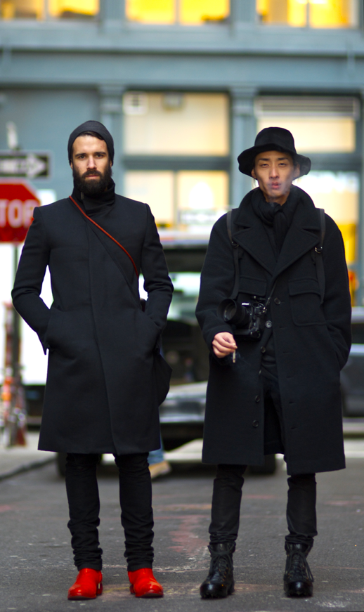 64979e2e91d GARCON MENS STYLE FASHION BLOG STREET STYLE WINTER LOOKS ALL BLACK BRIGHT  RED DETAILS HAT PANTS