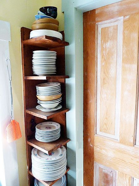 Small Spaces:  This shelve would b a good way to add storage in a small corner.  #small_space_decorating  http://somethingbeautifuljournal.blogspot.com/2008/06/my-apartment-temporary-but-pretty.html