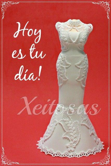 vestido para fofucha novia realizado en goma eva sobre un cuerpo de