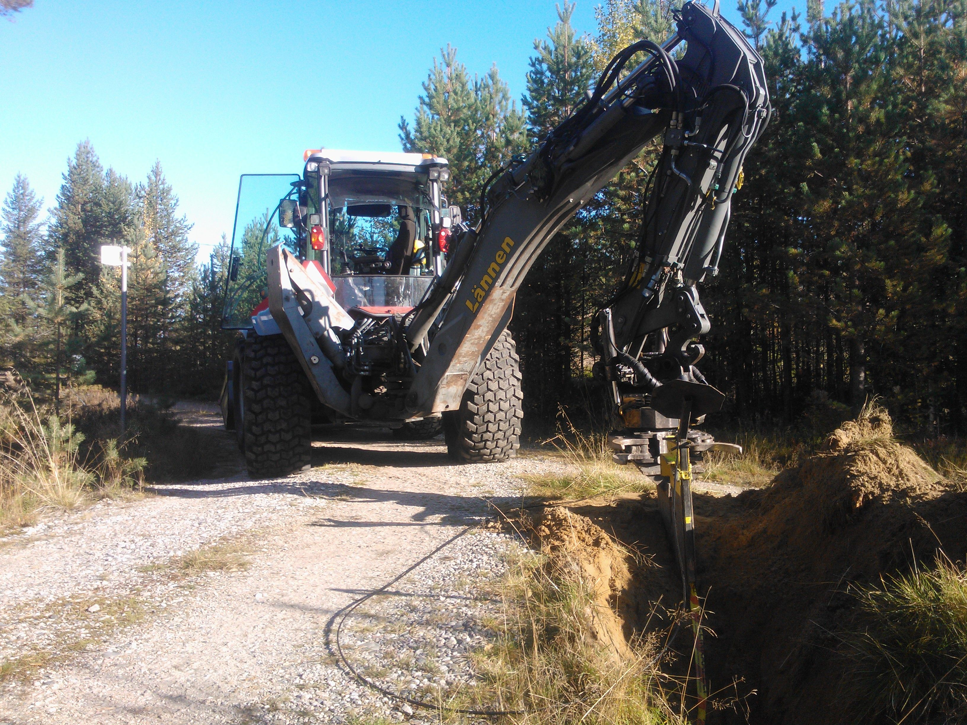 Kuusamon kaivu & kaapeli & Lännen 8600E  #Lannen #Lännen #backhoe #machine #municipal_works #infra #cable