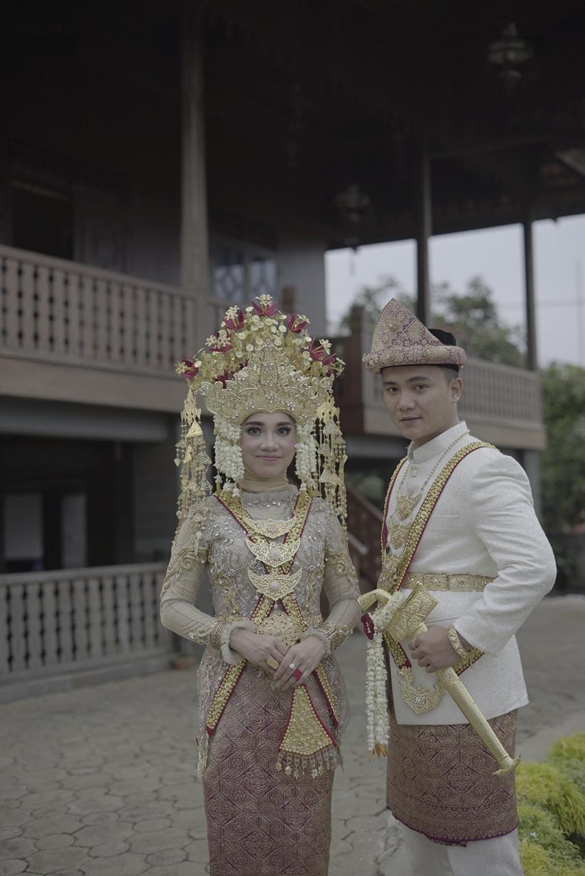 Pakaian Pengantin Wanita Adat Lampung