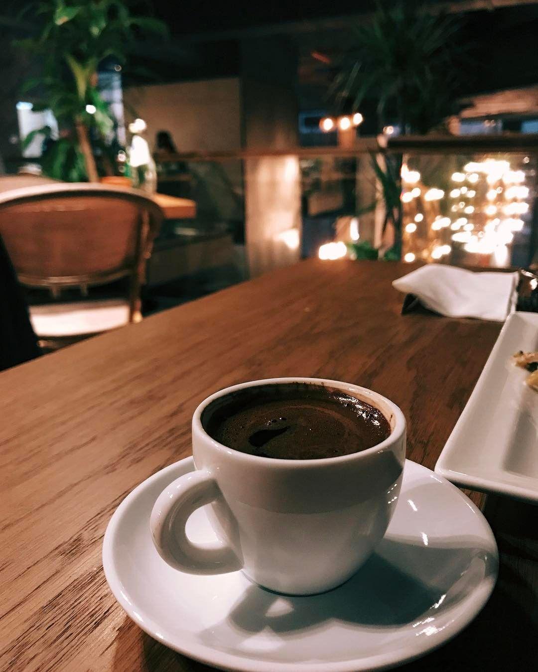 фото кофе ночью в кафе одним