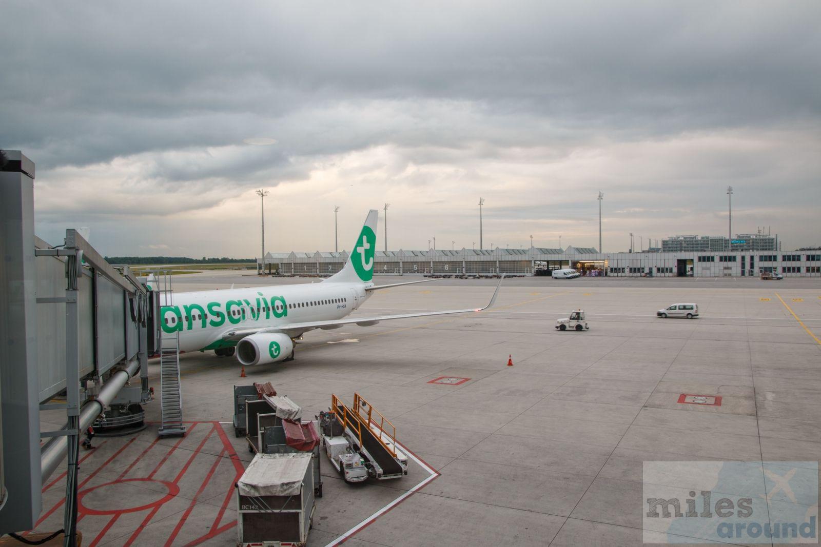 Transavia Boeing 737-800 - Check more at https://www.miles-around.de/trip-reports/economy-class/mit-transavia-von-muenchen-nach-berlin-schoenefeld/,  #BerlinSchönefeld #Boeing737 #FlughafenMünchen #LowCost #MUC #SXF #Transavia