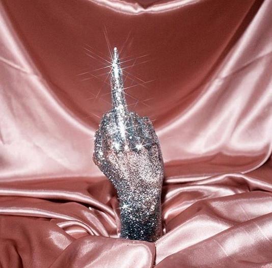 Épinglé par LaGueuse sur Cabinet de CuⓇiosités | Fond d'écran téléphone, Truc rose, Photographie ...