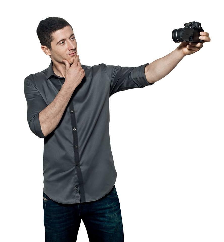 robert lewandowski but first let me take a selfie robert