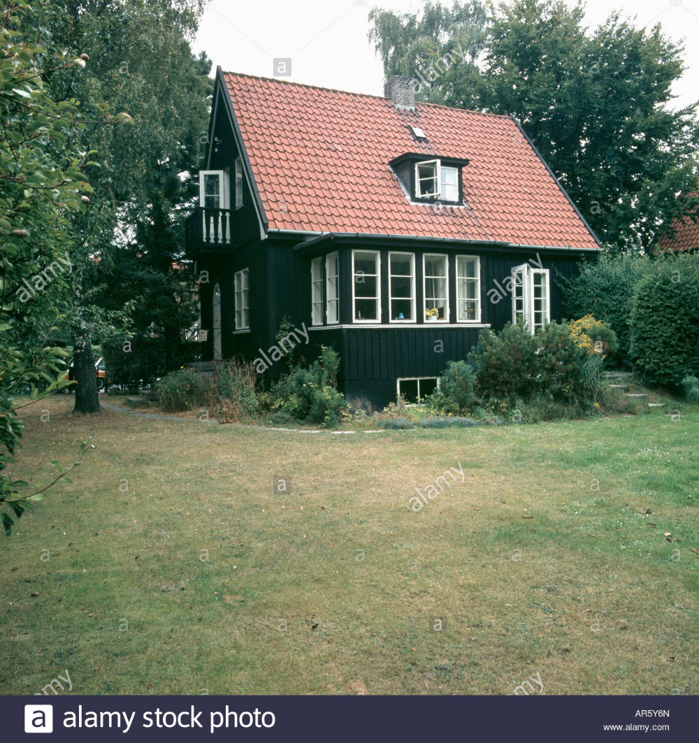 Best Lawn In Front Of Small Swedish Cottage With Red Roof And 640 x 480