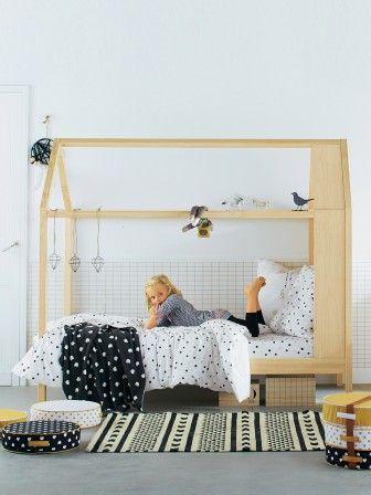 lit cabane forme maison pour les filles