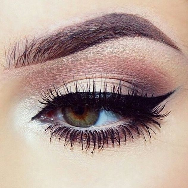 how to put mascara on your lower lashes