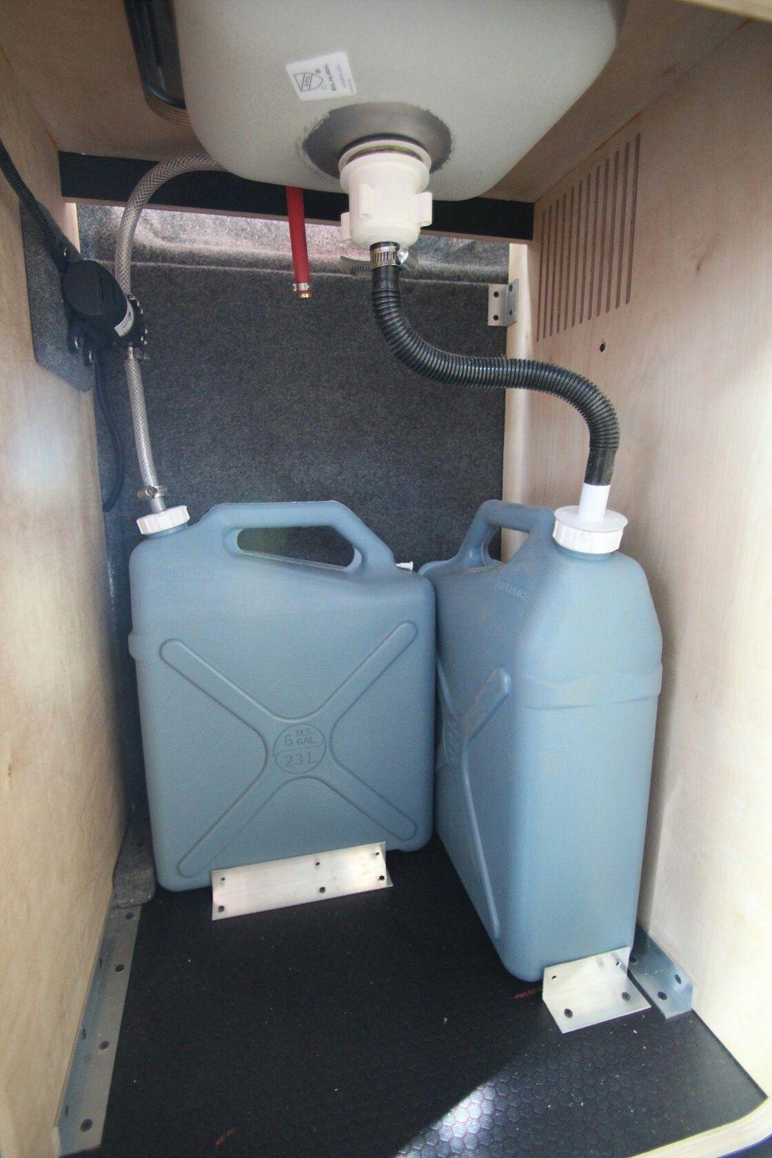 Water Jugs For Clean And Grey Water Casa Rodante Remolques De