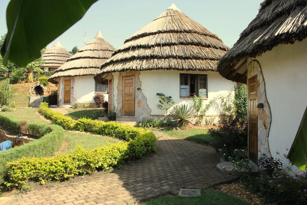 Rent an african hut in Masaka (On the way to Kabale $30 ...