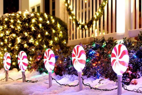 Lollipop Christmas Light. - 40+ Festive Outdoor Christmas Decorations Pinterest Christmas