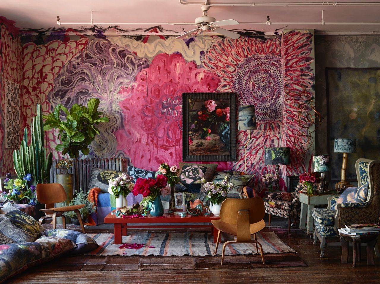 Arredamento Bohemien ~ Maximilism: is that a sofa over there against the muraled wall
