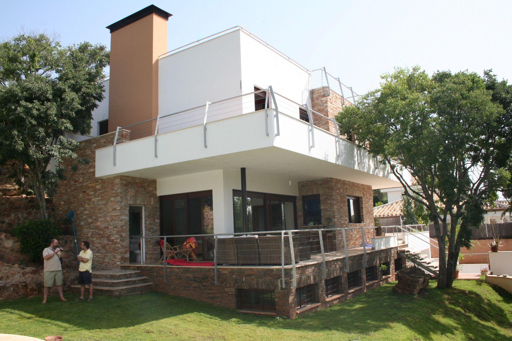 Casas de una planta con porche casas modular home for Fachadas de casas con porche