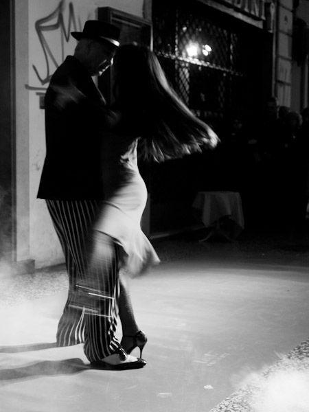 street tango . ballerini di tango in strada - bologna - italy by federico poli ***photo***, via Flickr