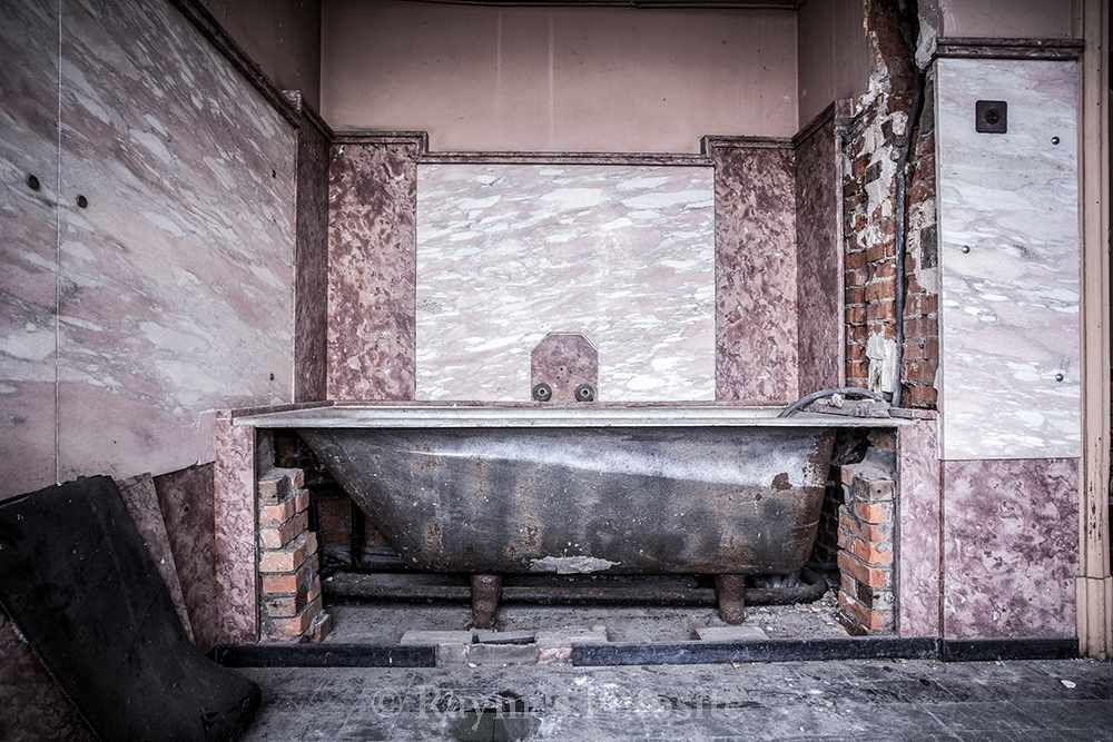 Villa steen urbex maison urban exploration verlaten huis belgi mooie trap glas in lood urbex - Huis trap ...