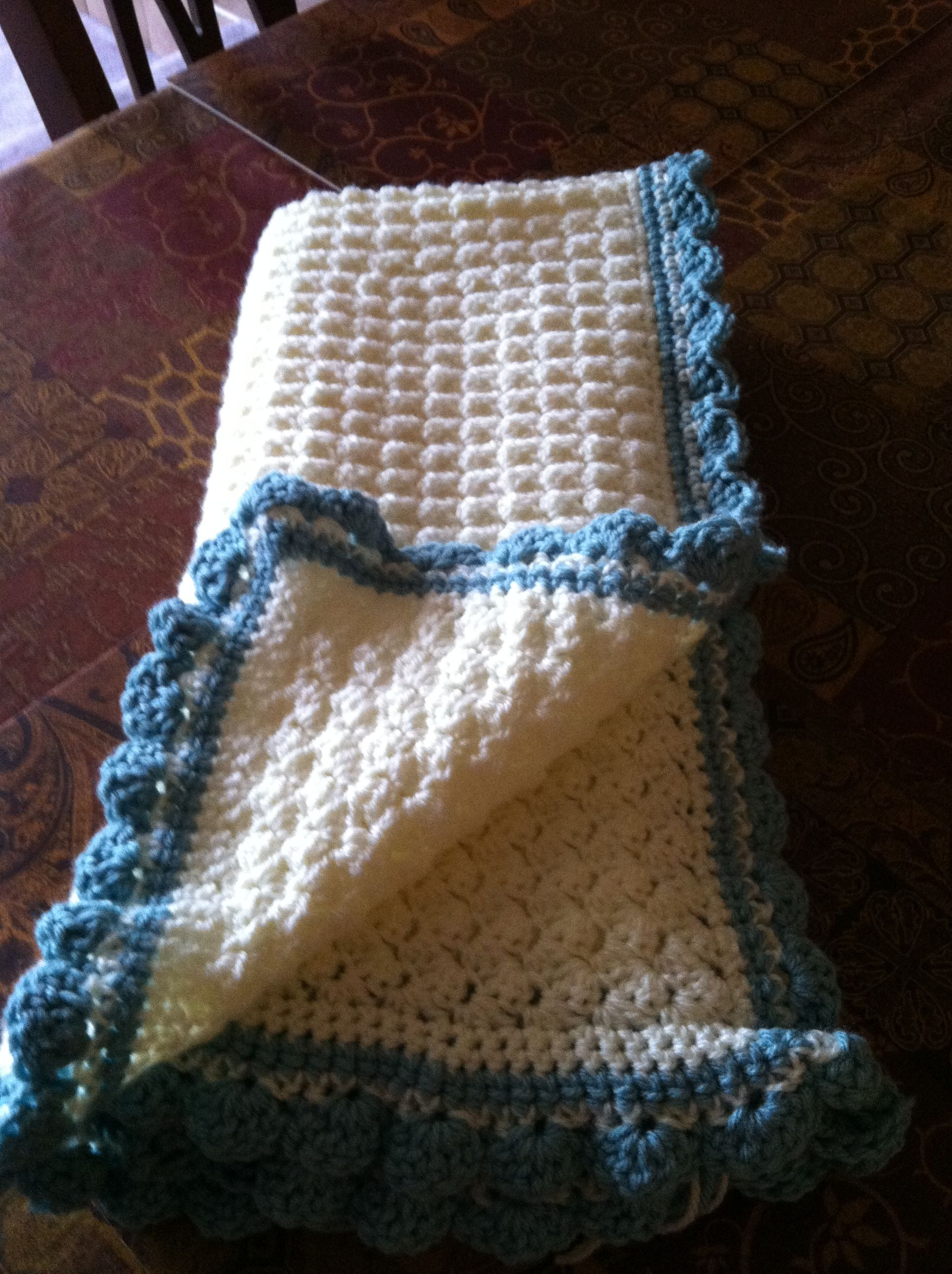 Crochet - Baby blanket (pattern available at http://moderngracedesign.blogspot.ca/2012/09/baby-blanket-free-pattern.html)