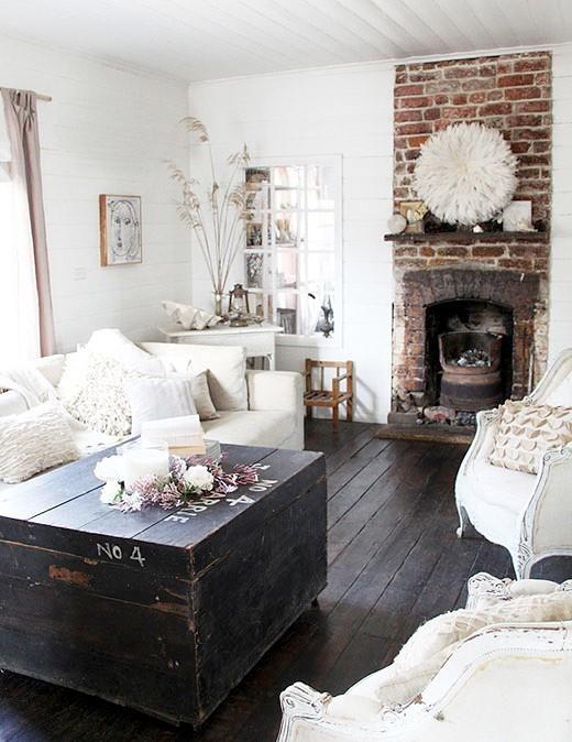 Santi's Royal Home: 41 Cool Interiors With Exposed Brick Walls