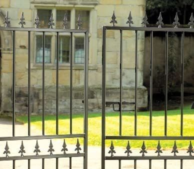 Hampton Wrought Iron Style Double Metal Driveway Gates 4ft High