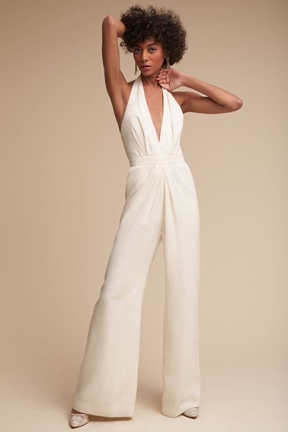If You Are On The Hunt For The Perfect Dress To Wear To A Wedding This Year Look No Further Besides The Obvious Dos And Don T Fashion Outfits Ruffle Jumpsuit