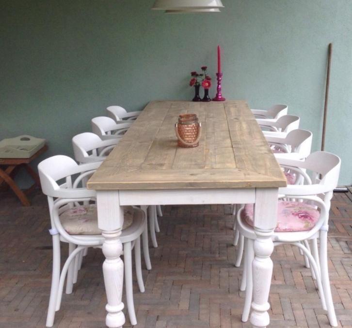 Tafel met bolpoten en wit onderstel met witte caf stoel model antwerpen oudisnieuw tafels - Eigentijdse ontlasting ...